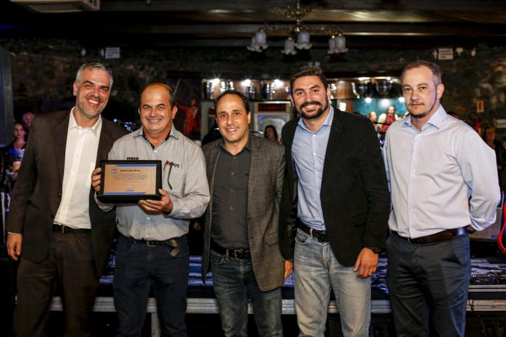 Carboni Iveco homenageia o consultor em noite do Consórcio Iveco em Itajaí IVECO 130