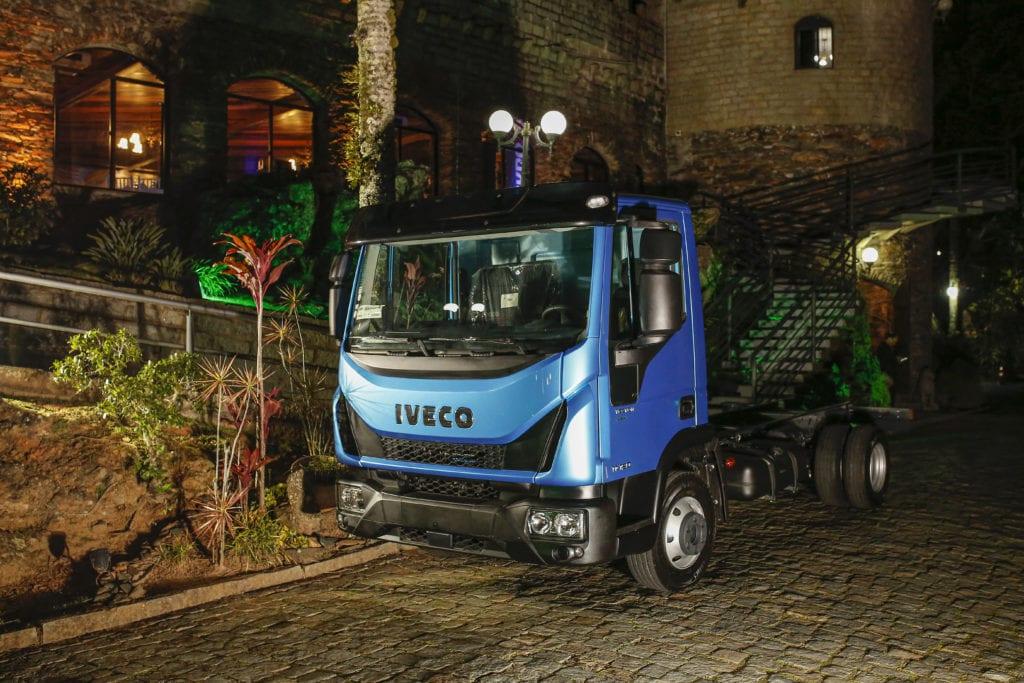 Carboni Iveco homenageia o consultor em noite do Consórcio Iveco em Itajaí IVECO 3