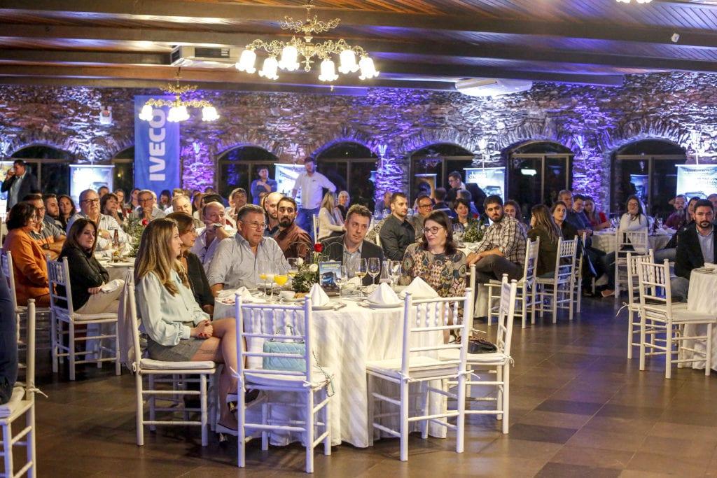 Carboni Iveco homenageia o consultor em noite do Consórcio Iveco em Itajaí IVECO 140