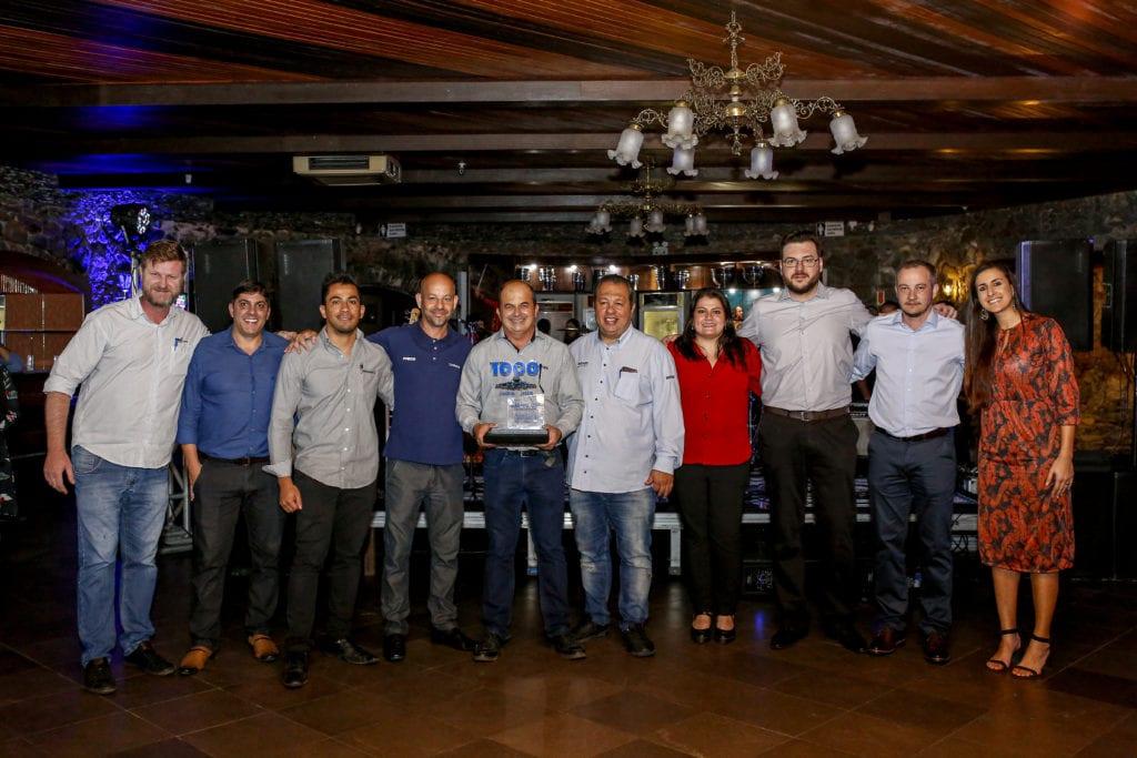 Carboni Iveco homenageia o consultor em noite do Consórcio Iveco em Itajaí IVECO 144
