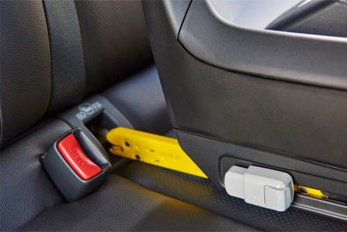 Proteja a sua criança: use o sistema Isofix para cadeirinhas Isofix no carro
