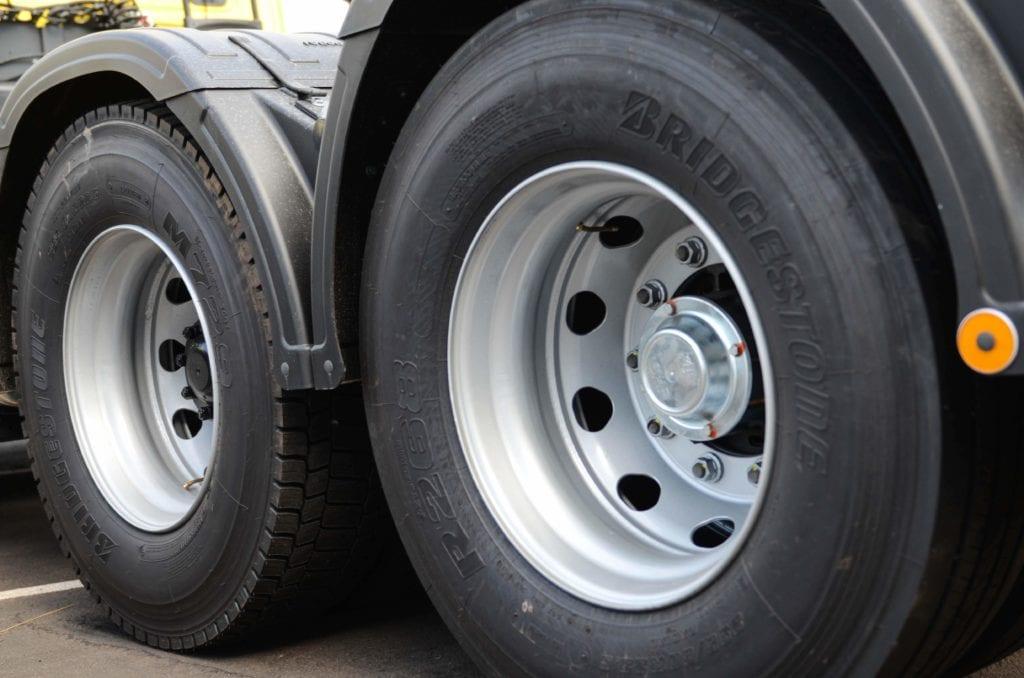 Como cuidar dos pneus do caminhão e ganhar em produtividade? JCF 0566