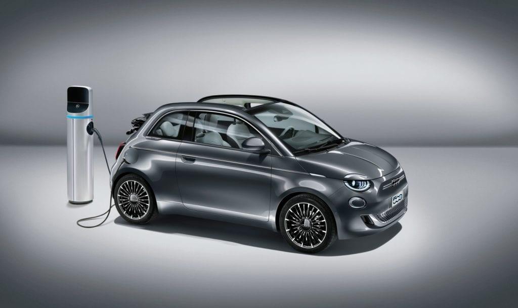 New 500 large Fiat apresenta o Novo 500, o primeiro carro 100% elétrico da FCA - Concessionária e Revenda Autorizada Fiat em Santa Catarina, SC | Carboni Fiat