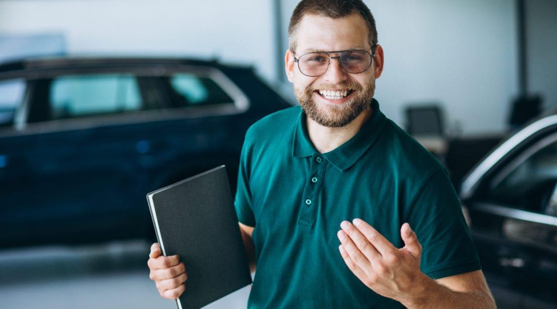 Vaga de trabalho para Vendedores na Carboni Fiat em Joaçaba sales man car showroom selling car