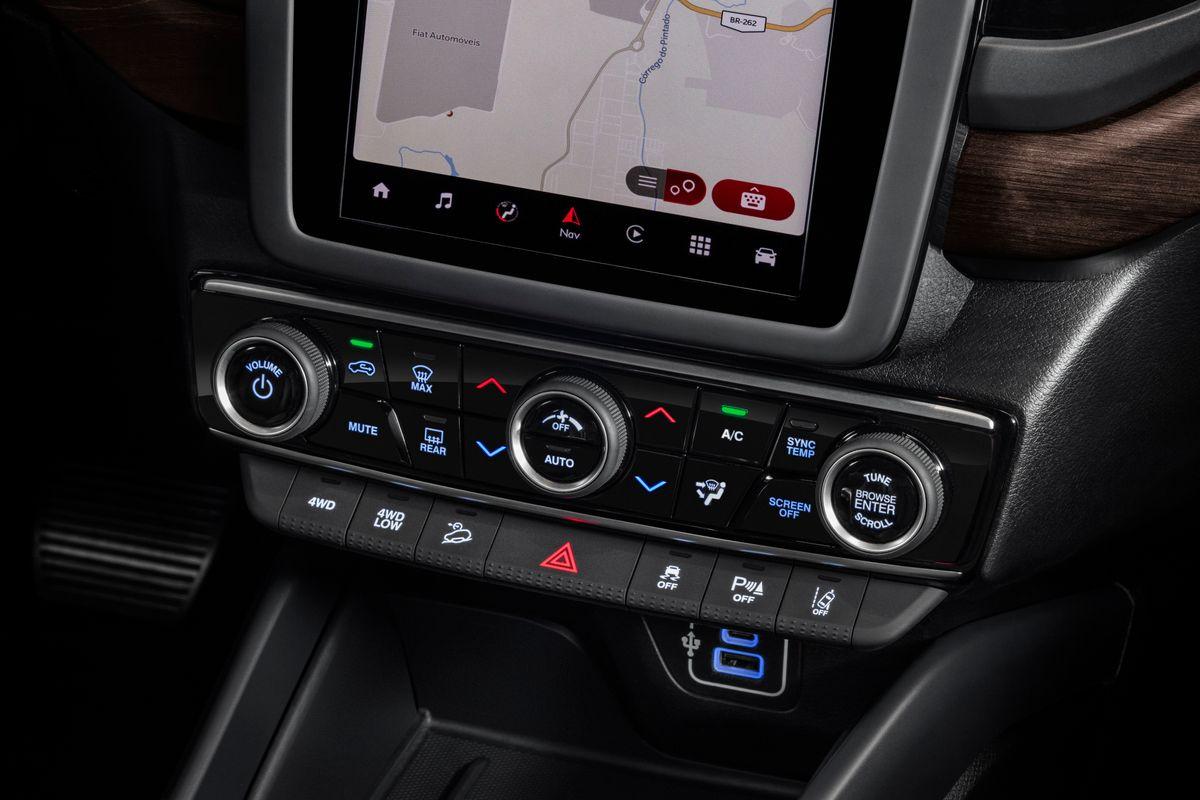 Nova Fiat Toro: referência em design, picape traz estilo ainda mais moderno em sua primeira evolução Ranch cinza 0063 medium