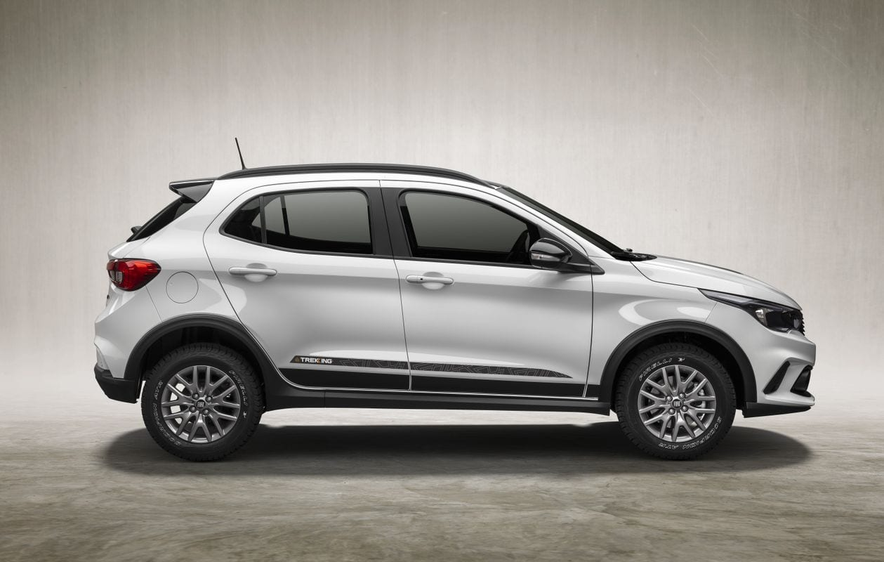 Fiat emplaca o Argo como o veículo mais vendido do Brasil em maio FiatArgoTrekking13lateral medium