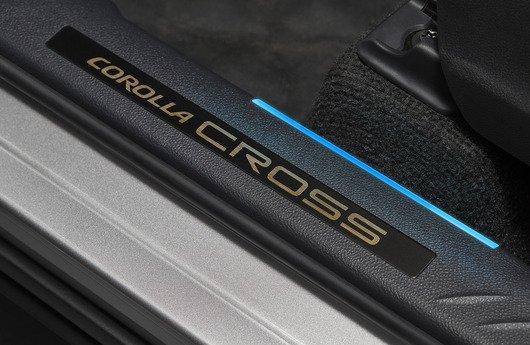 Soleira iluminada - Corolla Cross