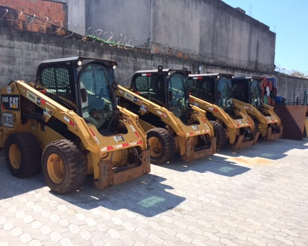 Mini Carregadeira Caterpillar 246D