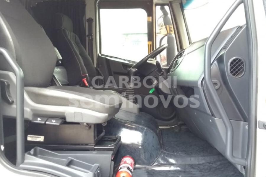 IVECO TECTOR 240E28 6X2 2012/2013
