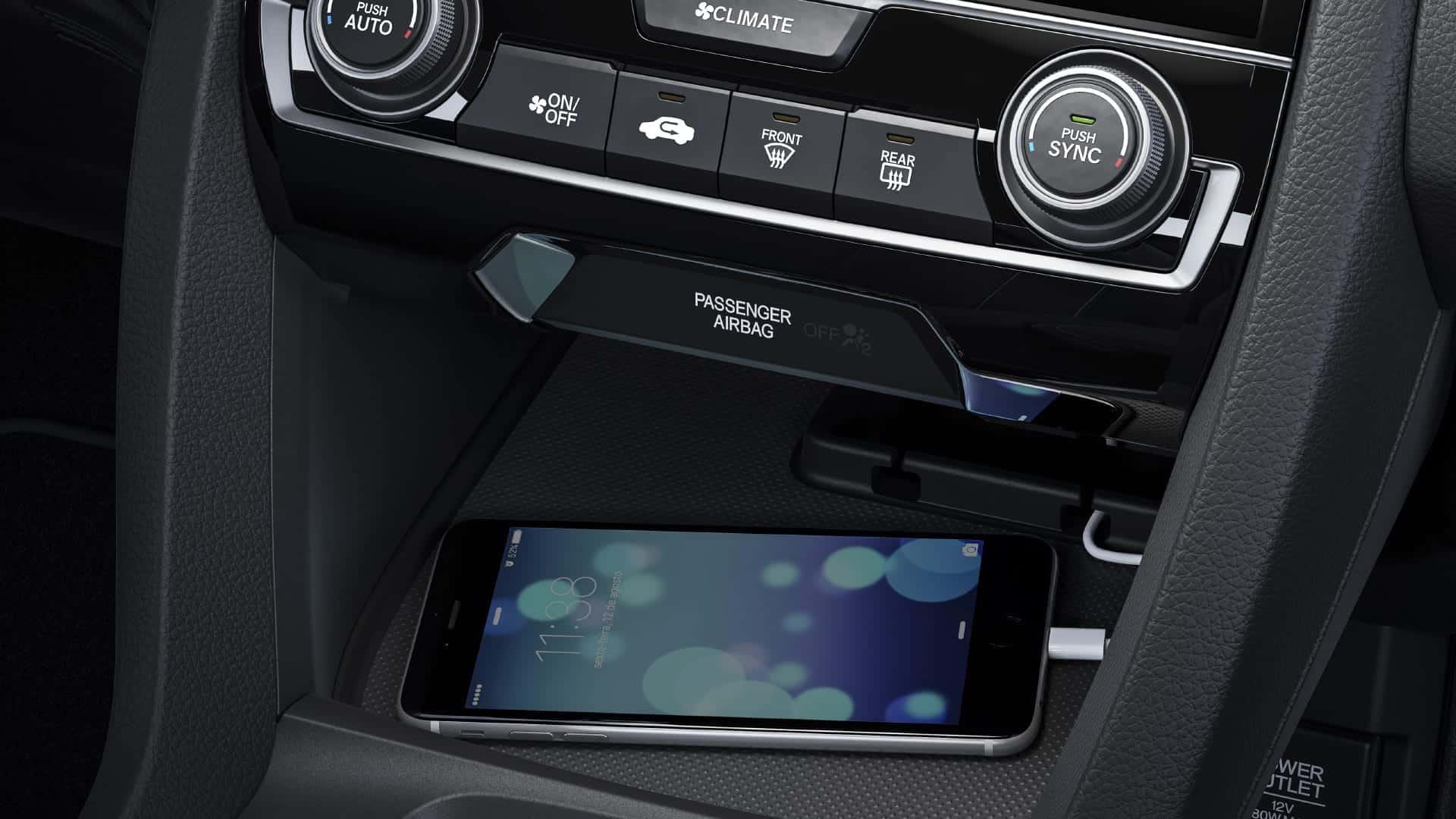 Civic - Conexões HDMI, Wi-Fi, Bluetooth® e duas entradas USB e Sistema HFT (Hands Free Telephone) com Função Voice Tag
