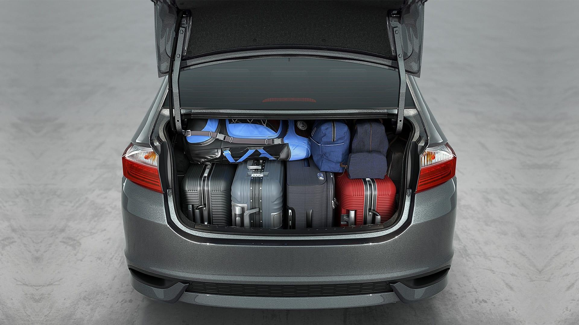 City - Amplo porta-malas de 536 litros*