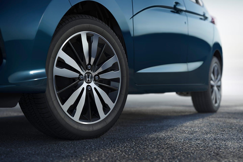 Freios com ABS e EBD (Antilock Brake System/Electronic Brake Distribuiton) - Melhor controle e eficiência de frenagem.