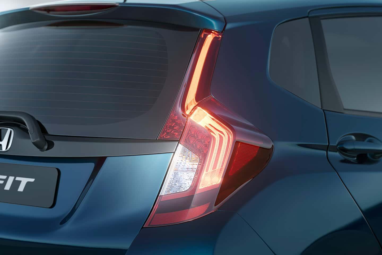 Lanterna traseira em LED - Design moderno e mais luminosidade para sua segurança.