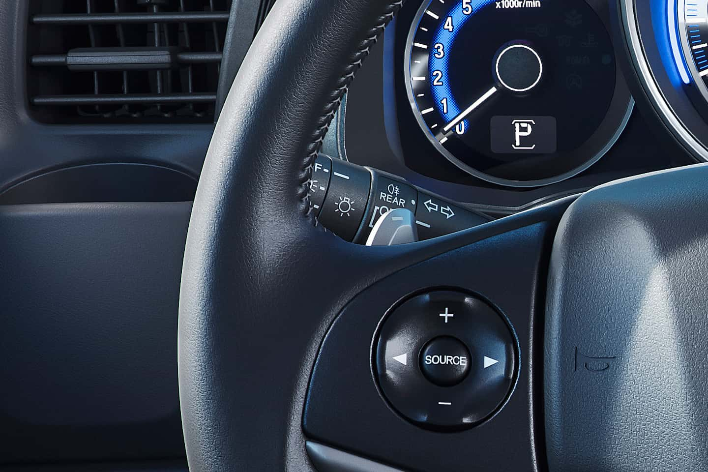 Troca de marcha no volante (Paddle Shift) - Direção esportiva com a simulação de troca de 7 marchas na ponta do dedo.