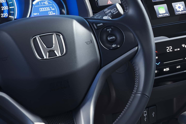 Piloto automático (cruise control) - Controlador de velocidade: você seleciona a velocidade ideal e ele mantém a aceleração.