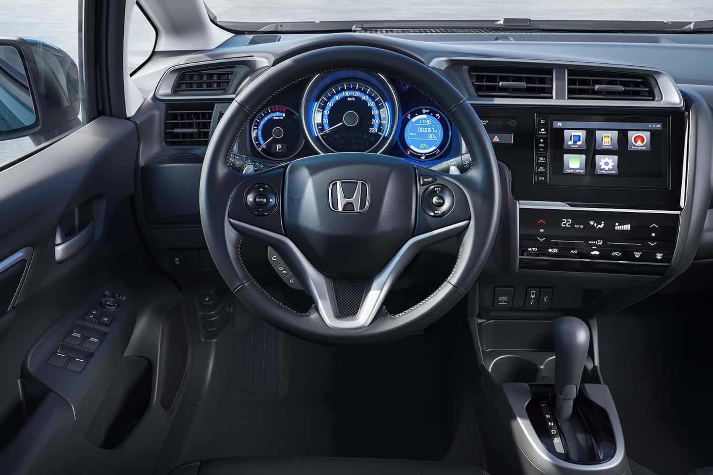 Volante multifuncional com revestimento em couro - Ajustes de áudio, piloto automático, paddle shift e bluetooth ao alcance dos dedos.